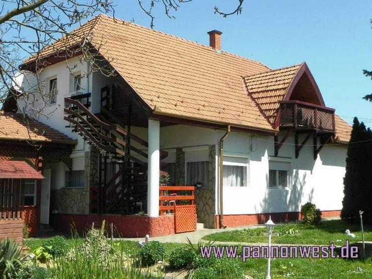 Bild 2: Grosszügiges Wohnhaus mit wundervollem Garten und kleinen Gartenbiotop