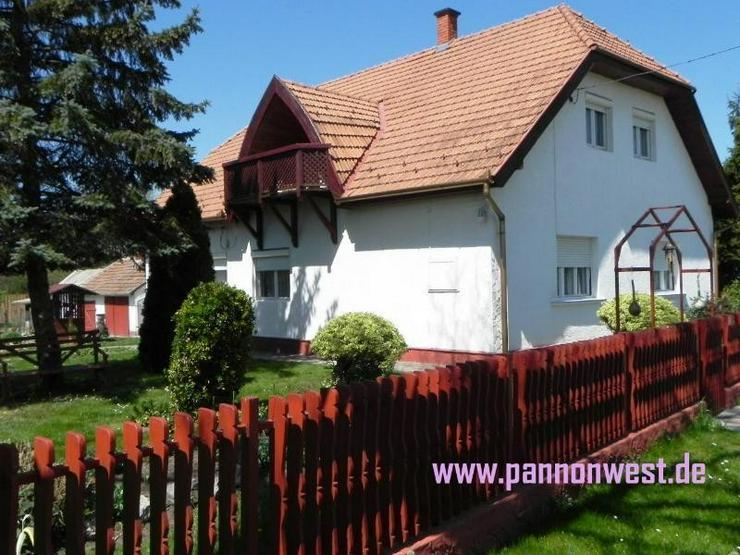 Bild 3: Grosszügiges Wohnhaus mit wundervollem Garten und kleinen Gartenbiotop