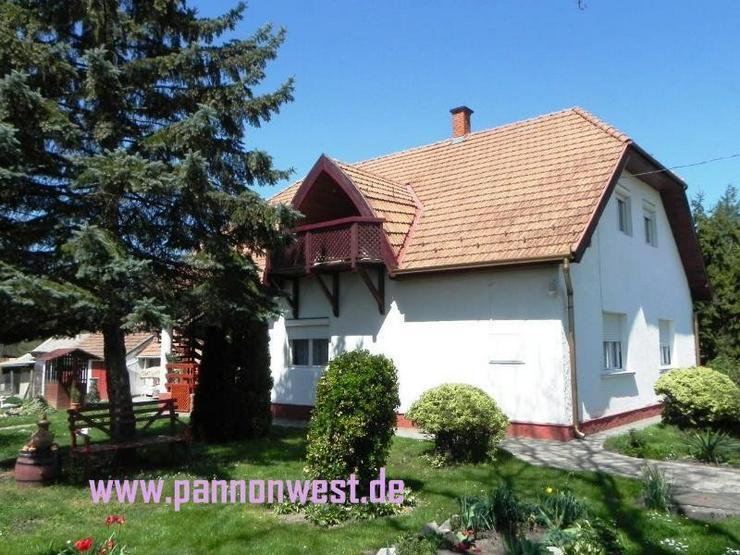 Grosszügiges Wohnhaus mit wundervollem Garten und kleinen Gartenbiotop - Haus kaufen - Bild 1